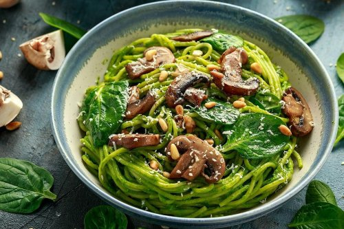 Avocado Pesto Recipe: This Avocado Pesto With Pasta & Mushrooms Recipe Is Vegetarian & Vegan | Pasta | 30Seconds Food