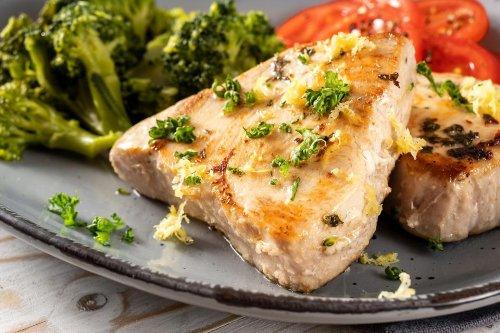 10-Minute Tuna Steaks Recipe: Easy Fresh Tuna Recipe With Lemon & Parsley Butter