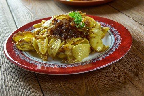 Cheesy Spaetzle Casserole Recipe: Käsespätzle With Caramelized Onions Is Classic German Comfort Food