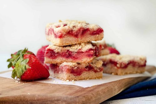 Easy Strawberry Crumble Bars
