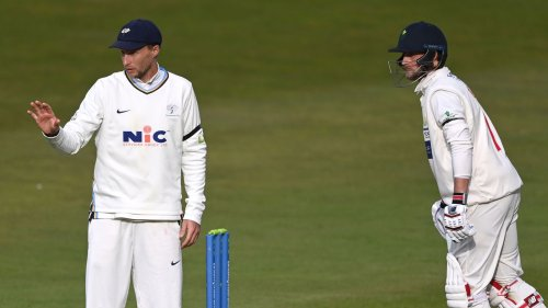 Snow stops play in County Championship clash at Headingley between Yorkshire and Glamorgan