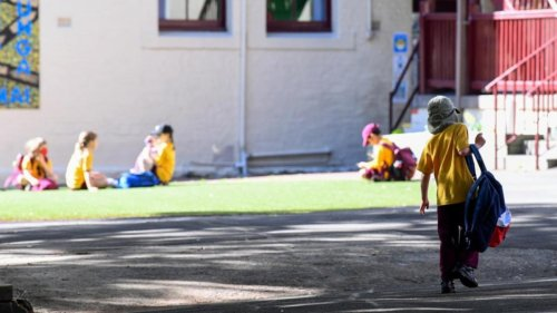 NSW students in all years return to classrooms as COVID outbreaks shut some schools