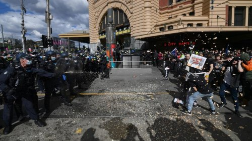 Melbourne anti-lockdown protest on Saturday sees RING OF STEEL return with biggest Victoria Police response in decades
