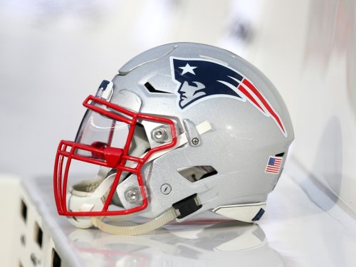 Patriots waive offensive lineman