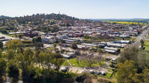 Western NSW town returns to lockdown as child gets COVID virus