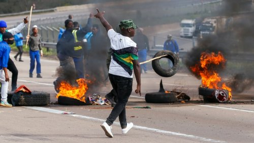 South African expat 'heartbreak' over deadly riots at home
