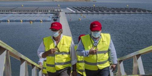 Acciona inaugura en Extremadura la primera planta fotovoltaica flotante conectada a red