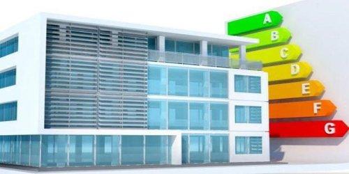 El Gobierno prepara un plan de eficiencia energética en edificios para crear medio millón de empleos