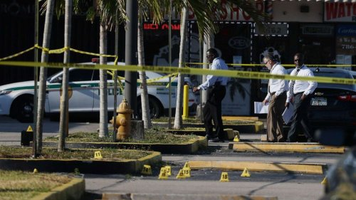 100 bullets fired in mass shooting that left 2 dead, 20 injured at Florida birthday bash: Police