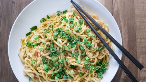 Chef shares Vietnamese American garlic noodle recipe