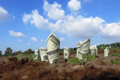 Am Law 100 Firm Announces Raises To $170K-$200K, Depending On Market