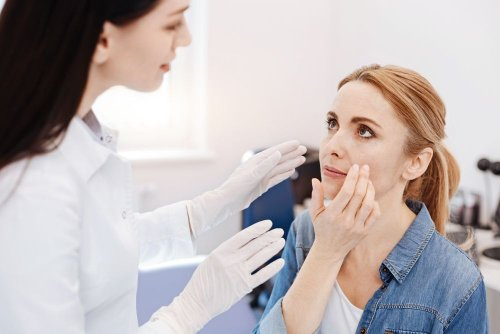 Mini Facelift Procedures + Why They're So Popular in 2021