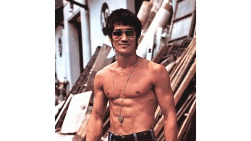 Get Bruce Lee-like Abs by Doing Dragon Flag Exercise