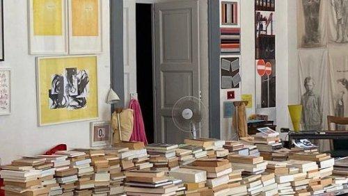 Wie lebt man bloß mit so vielen Büchern, ohne je Staub zu wischen?
