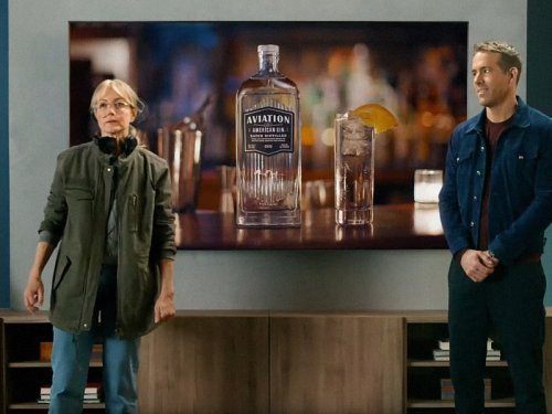 Ryan Reynolds pitches a Netflix film, a Samsung TV and a gin brand in one ad