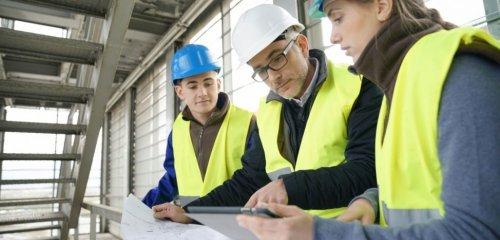 Explozia preţurilor materialelor de construcţii ar putea suspenda temporar derularea contractelor. Ce măsuri propun constructorii