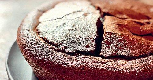 Cyril Lignac partage la recette de son fondant au chocolat, caramel beurre salé