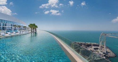 La plus haute piscine du monde se trouve à Dubaï