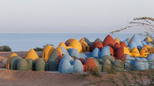 Un étonnant village coloré sur l'île d'Ormuz en Iran