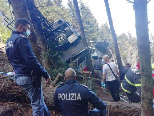 Tragedia sul Mottarone, precipita cabina funivia: 14 morti