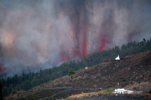 Spagna, eruzione vulcano a La Palma nelle Canarie
