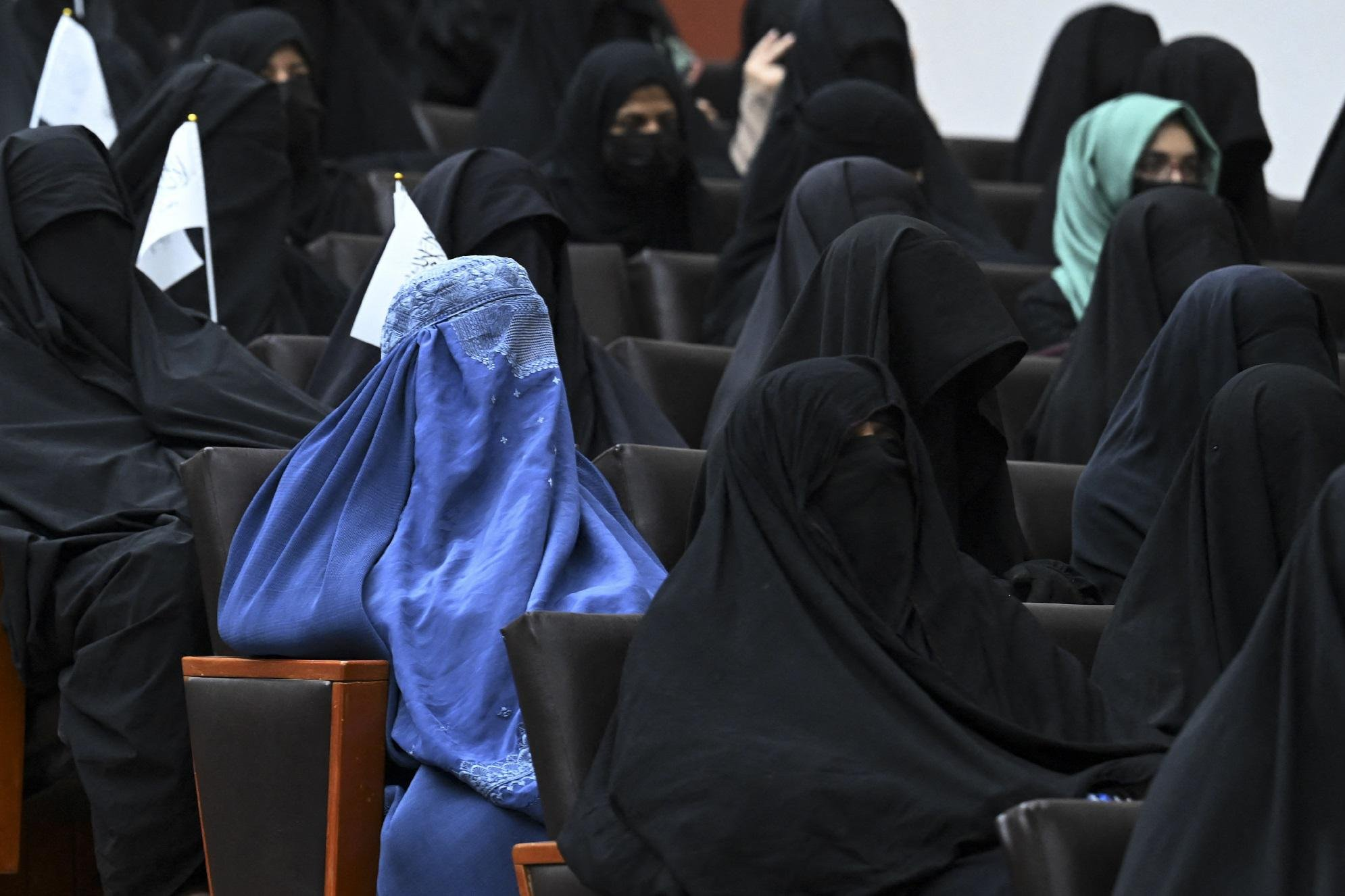 "Afghanistan, talebani: ""In università donne e uomini divisi"""