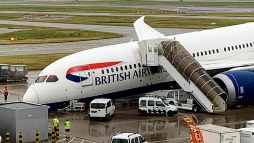 BREAKING British Airways Boeing 787-8 suffered a nose wheel collapse at London Heathrow - AIRLIVE