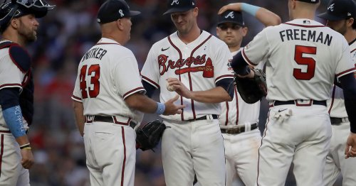 Braves split doubleheader with Cardinals