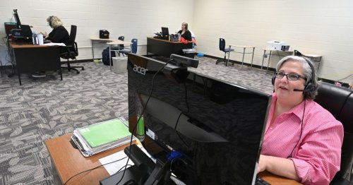 Schools see a future in online education