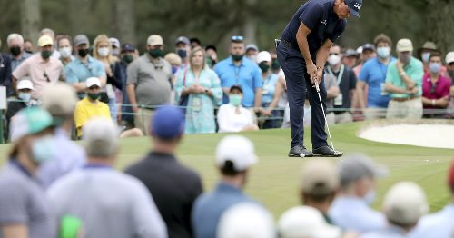 Phil Mickelson clings to hopes of historic Masters finish