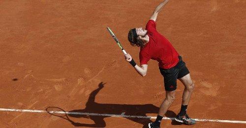 Stefanos Tsitsipas advances to third round in Monte Carlo