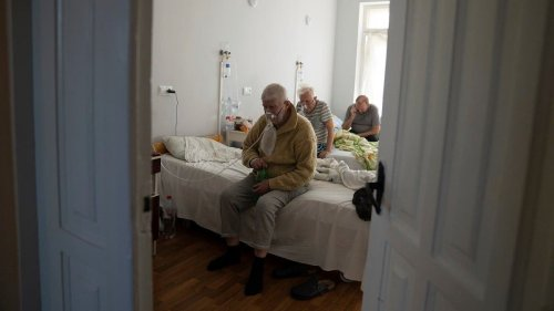 Ukraine sees new record high in COVID-19 deaths, infections