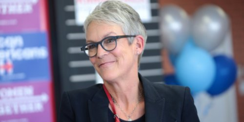 Actress Jamie Lee Curtis Helps Raise Funds to Restore Abandoned Synagogue in Hungary With Family Ties