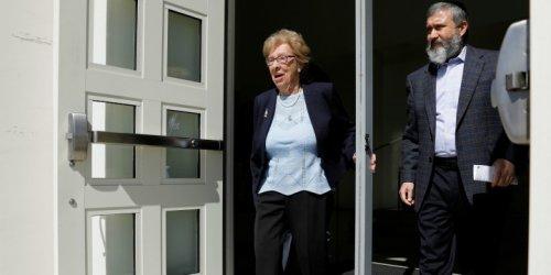 92-Year-Old Survivor of Auschwitz Accepts Austrian Citizenship at London Ceremony