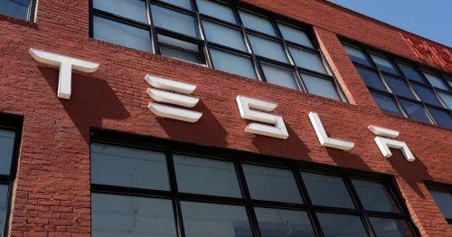 Tesla beats earnings forecasts despite supply chain crisis