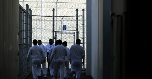 Texas to empty prison to make room for detained migrants