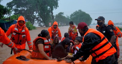 Frantic search for survivors as India flooding toll rises