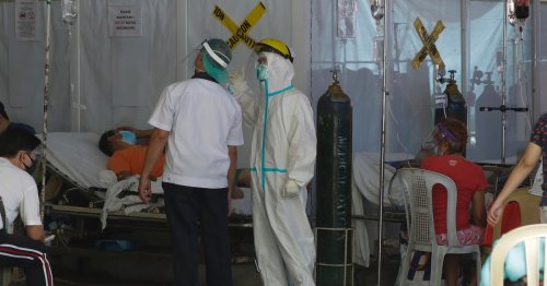 'We've cried ourselves dry': COVID overwhelms Manila hospitals