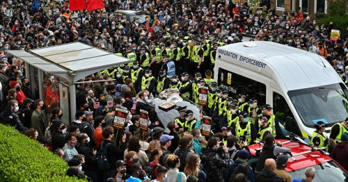 Glasgow protesters praised for blocking UK immigration officers