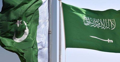 Pakistani Prime Minister Khan visits Saudi Arabia to reset ties