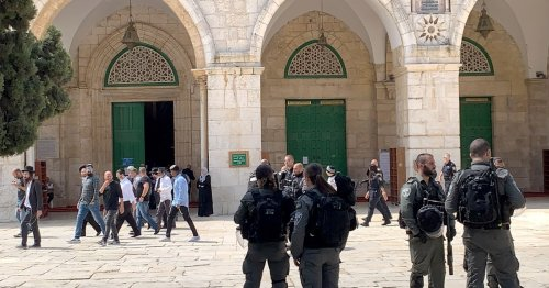 Israeli forces attack Al-Aqsa protesters during Prophet rally