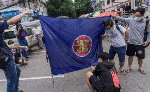 US accuses Myanmar generals of 'stalling', urges ASEAN pressure