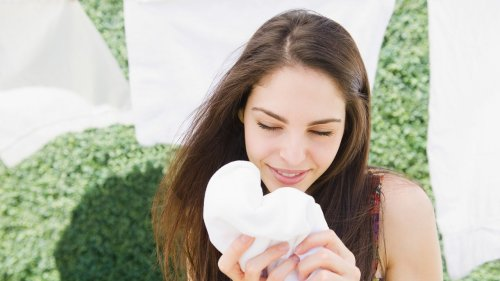 Can Dryer Sheets Cause Acne and Irritation? Dermatologists Weigh In