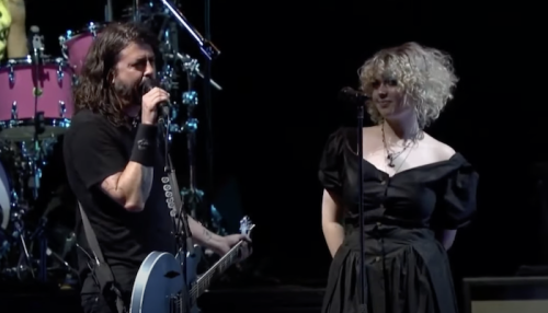 """Dave Grohl invites daughter Violet onstage to cover X's """"Nausea""""—watch"""