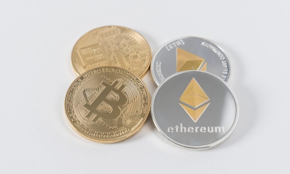 Bitcoin & Ethereum: which asset will cross this benchmark first in the next 2 weeks