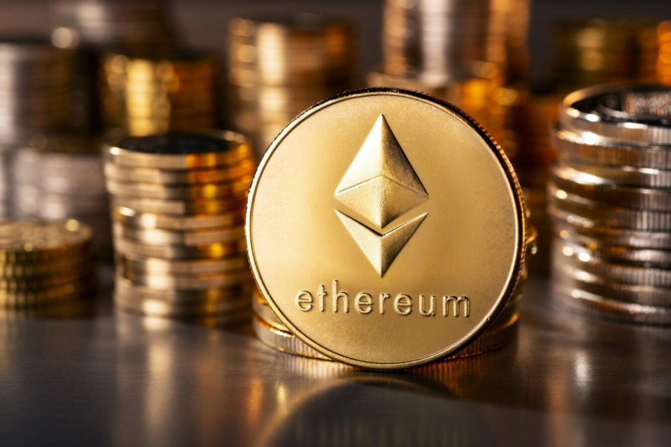 Bitcoin & Ethereum: which asset will cross this benchmark first - cover