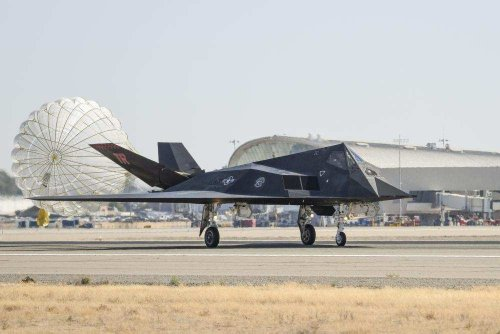 Pics/Video: F-117 stealth fighter jets, once considered top-secret, touch down in California. Here's why