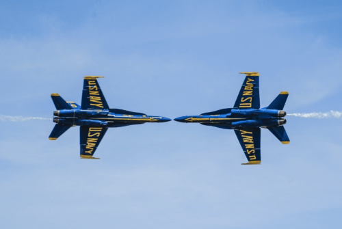 Pics/Vids: Blue Angels fighter jet makes emergency landing at CO air show