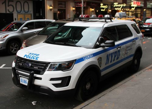 Off-duty NYPD cop stabbed with scissors in NY subway station