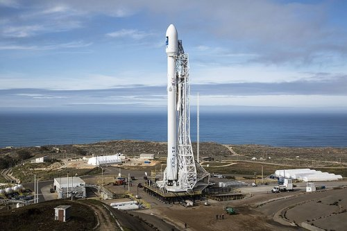 SpaceX Falcon 9 launches from Vandenberg AFB, carries 51 Starlink internet satellites to orbit